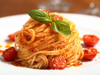 pasta italiana spaghetti al pomodoro